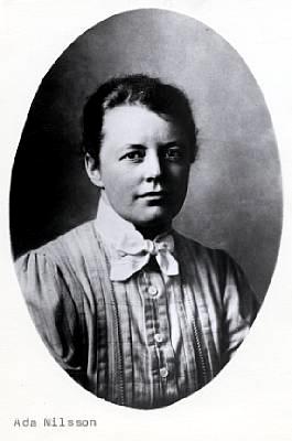ADA Nilsson, med vit blus