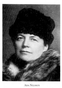 Ada Nilsson, med pälskrage