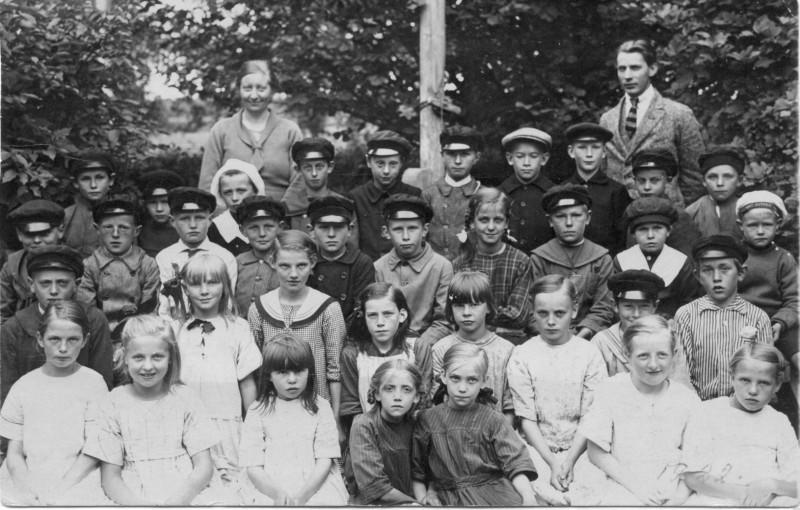 Säms skola 1922, klass 1-5..., födda 1911-1915, bild