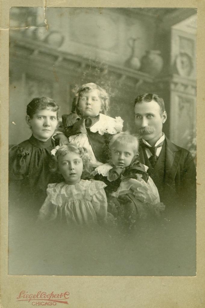 Aron Peterson med familj, framsida