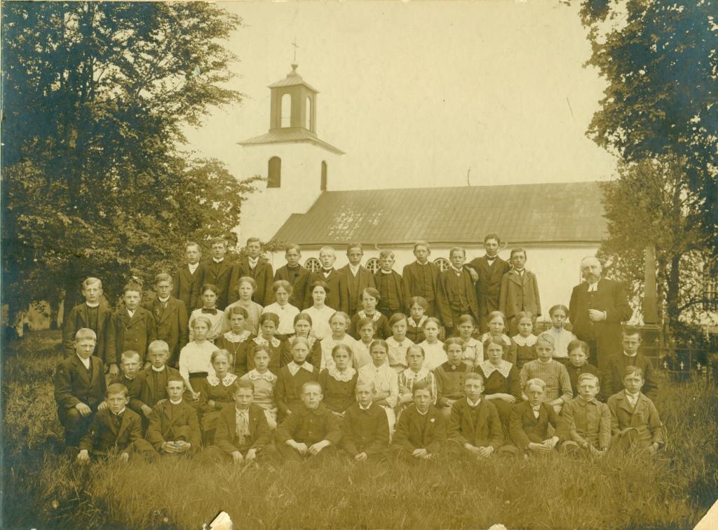 Finnekumla kyrka och konfirmander