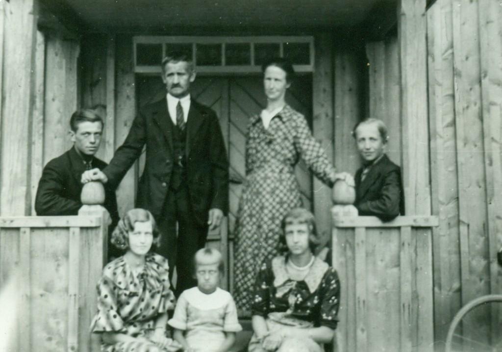Målbergs familj, på Ågården, omkring1935